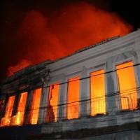 Apagando a cultura com incêndios